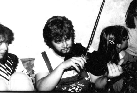 Geige spiel ich seit meinem 6. Lebensjahr. Hier auf einer Erfurter Party Mitte der 80er