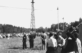 Fallschirmsprungturm auf der Peißnitz in Halle (wahrscheinlich Ende der 60er)